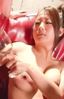 差し出されるチンポをフェラチオ、爆乳パイずりでイカセまくるGカップ鈴木さとみ。次々とザーメンを搾り取り、精子ワインを頂きます。