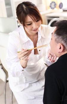 Hitomi Araki Asian feeds fellow and takes his phallus in mouth
