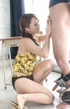 Kazumi Nanase Asian in shorts licks, rubs and sucks boner so well
