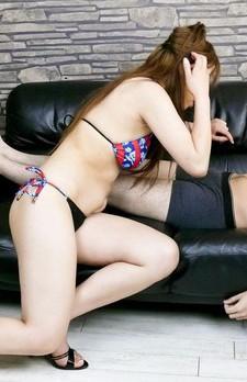 浅岡沙希の妹ユリナ嬢が素股プレイから手コキ。バキュームフェラでジュルジュル吸い上げて、ザーメンをお口でキャッチ!