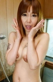 Minami Kitagawa Asian with tattooed boobs sucks dicks at shower