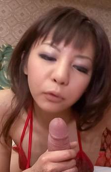 真紅のマイクロビキニでロリ系ギャル青山ひかるちゃんが足コキ痴女プレイ。バキュームフェラで吸い上げて、口内射精!