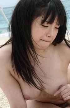 ブルルンEカップの前田陽菜ちゃんがTバック水着のままご奉仕フェラ。金玉まで吸い上げてバキューム&手コキでザーメンゲット!
