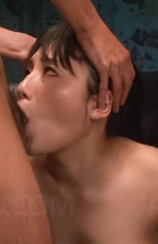 B100W63H93cmの爆乳Iカップ長澤あずさちゃんが豪快Wフェラでバキューム。爆乳を揺らせて、チンポを吸い上げる。