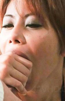 チンコが大好きな元レースクィーン爆乳合沢萌ちゃんが豪快にWフェラ。バキュームで吸い上げて、ザーメンを搾り取ります。