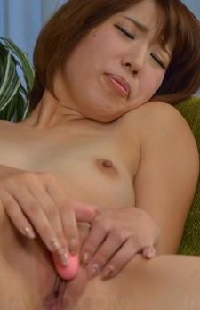 Seira Matsuoka arouses shaved pussy before sucking hard penis