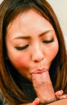 Hikari Asian sticks vibrator in pussy and licks and sucks shlong