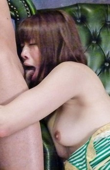 Maki Sarada pust vibrator on hairy slit and gets cum from tools