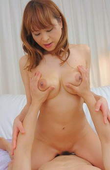 Hikaru Wakabayashi Asian takes dick between her tits and rubs it