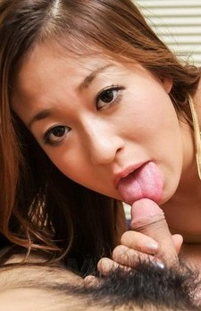 Risa Misaki with big cans in golden bra licks and sucks stiffy