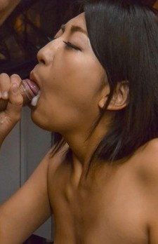 Yuna Shiratori Asian sucks penis until cum pours from her mouth