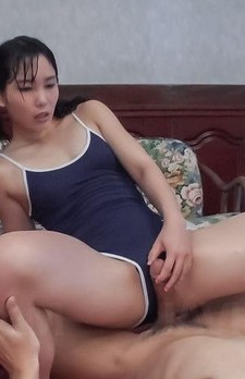 Yui Kasugano licks dong and sticks it in vagina under bath suit