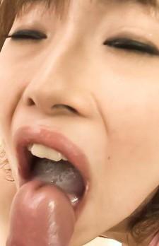 スケスケハイレグ水着で玉遊びする爆乳Fカップ娘美咲結衣ちゃんに男子生徒の視線は釘付け。勃起したチンポを突出し、襲い掛かる!