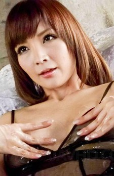 Riona Suzune Asian has shaved cunt full of oil and under vibrator
