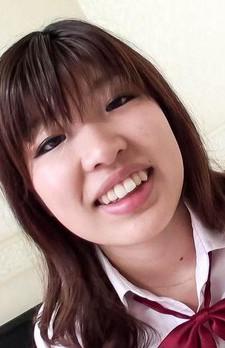 キュートな女子校生岡田あいちゃんとハメ撮りです。ご奉仕フェラはでジュルジュルとバキュームフェラ。フィニッシュは中出し!