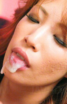 フェロモンムンムンの桜庭彩ちゃん、カッコ良すぎるS系女王様。Wフェラで豪快に吸い上げザーメンをお口でキャッチ!