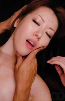 黒のマイクロビキニ姿で登場した高身長女教師桜井千里と乱交ファック。強制イラマチオから顔騎責め。