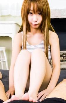 キュートなアヒル口が魅力のEカップ美巨乳杏樹紗奈(別名:くるみひな)ちゃんが登場!フェラチオプレイでザーメンをお口で受け止めます!