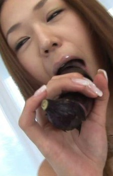 元レースクィーンの広田さくらちゃん。今回はフェラテクをじっくり見せて貰います!バナナ、茄子よりもやはりチンポがいいみたいです!