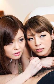 キュートなギャル、なおちゃんとあんりちゃんが仲良くキスしながらフェラ。長い舌先でチロチロと官能的にフェラしてくれます。