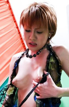 Kaoru Amamiya Asian takes dong between cans and in her mouth