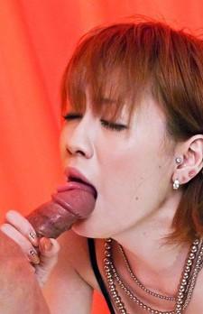 セクシー爆乳雨宮かおるさんが登場。勃起したチンポをジュルジュルとバキュームで愛おしそうに舐めるかおるさん。