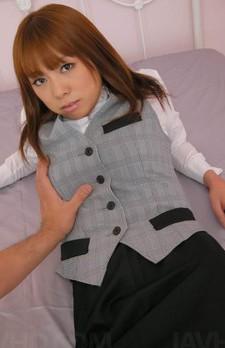 Gカップ爆乳ASUKAちゃんがOL姿で登場。パンティを剥ぎ取って指マン責め。騎乗位でずっぽり生挿入。