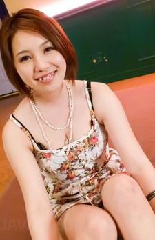 現役女子大生桃ゆりかちゃんがイケイケTバックで登場。ご奉仕のWフェラからパイずり。焼き鳥ファックで中出し!