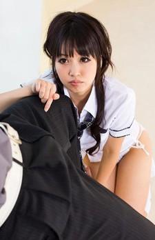 ロリ系美少女の朝倉ことみちゃんがAKBコスチュームで登場。カメラ目線でフェラチオプレイに挑戦してくれます!