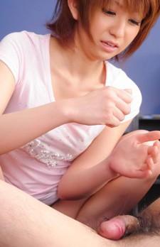 モデル級美女佐々木レイちゃんが、素股プレイから、ジュルジュルとチンコを吸い上げ痴女フェラ。お口で受け止めます!